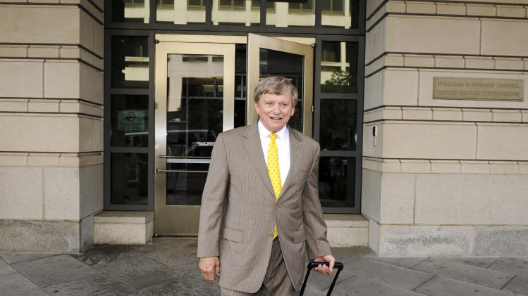 Former Major League Baseball pitcher Roger Clemens' lead attorney Rusty Hardin, departs the U.S. Courthouse in Washington, Wednesday, July 6, 2011.  Clemens is accused of lying under oath to the House Government Reform Committee in 2008 when he denied ever using performance-enhancing drugs during his record-setting career as a major league pitcher. The trial began with an intensive jury selection process expected to last into next week.   (AP Photo/Cliff Owen)
