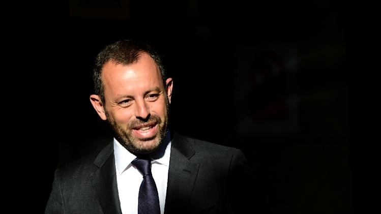 Former President of Barcelona Sandro Rosell smiles as he arrives at Madrid's National Court on July 22, 2014