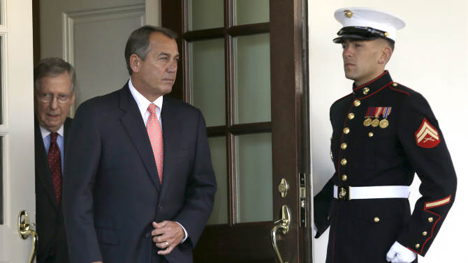 Obama presses Congress to avert fiscal cliff