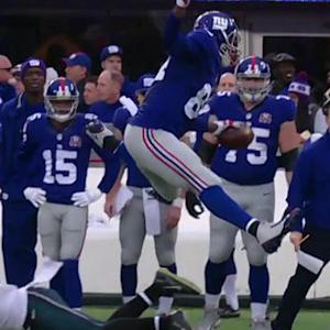 New York Giants tight end Larry Donnell leapfrogs defender, gains 16 yards