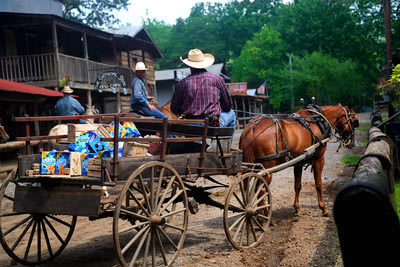 Jethro Weicht delivers a wagon full of OREO Mini Cookies to residents of Love Valley, North Carolina. Learn more and send your own OREO Mini delivery ...