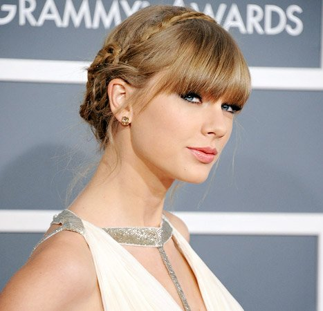 Grammys 2013 Best Beauty Moments: Taylor Swift, Rihanna, Jennifer Lopez and Others