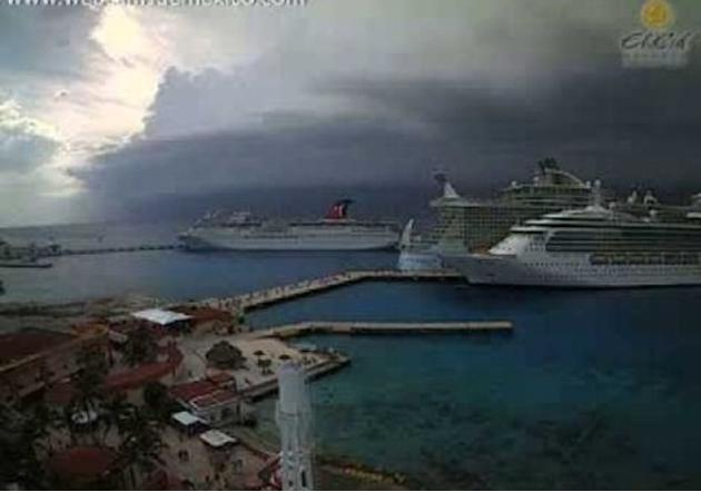 Dramatic Storm Brews Over Cancun