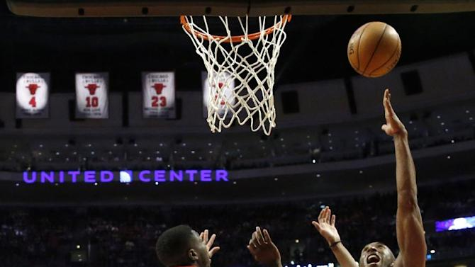 Los Angeles Lakers guard Kobe Bryant (24) shoots between the Chicago Bulls' defense of Nate Robinson (2) and Taj Gibson during the second half of an NBA basketball game Monday, Jan. 21, 2013, in Chicago. The Bulls won 95-83. (AP Photo/Charles Rex Arbogast)