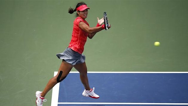 Li Na of China hits a return to Sofia Arvidsson of Sweden at the U.S. Open tennis championships in New York August 28, 2013 (Reuters)