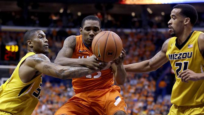 CORRECTS PLAYER AT LEFT TO EARNEST ROSS, INSTEAD OF JABARI BROWN - Illinois' Tracy Abrams, center, tries to control the ball as Missouri's Earnest Ross, left, and Laurence Bowers defend during the first half of an NCAA college basketball game Saturday, Dec. 22, 2012, in St. Louis. (AP Photo/Jeff Roberson)