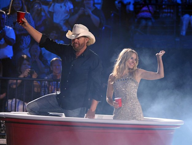 Hosts Toby Keith, left, and Kristen Bell appear onstage at the 2012 CMT Music Awards on Wednesday, June 6, 2012 in Nashville, Tenn. (Photo by John Shearer/Invision/AP)