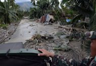 Philippine soldiers look for survivors in New Bataan town on December 5, 2012. The military ceasefire will last from Sunday till January 2, giving soldiers more time to help victims of Typhoon Bopha which hit the Philippines earlier this month