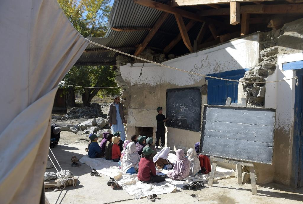 Children study under open skies as quake rocks Pakistan education