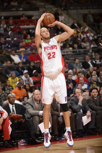 Prince's late FTs lift Pistons over Bucks 96-94