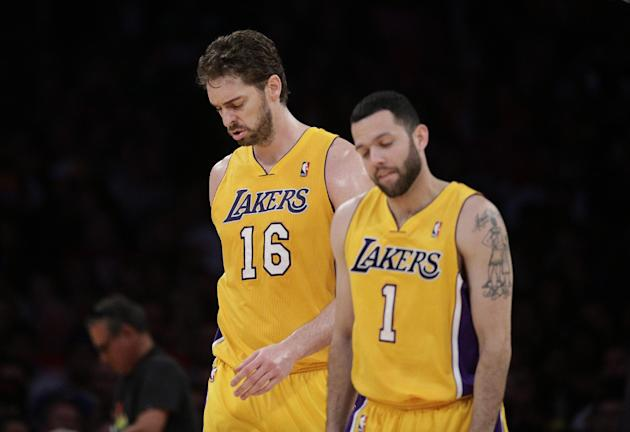 Los Angeles Lakers' Pau Gasol, left, of Spain, and Jordan Farmar walk off the court during the first half of an NBA basketball game against the Los Angeles Clippers on Thursday, March 6, 2014, in