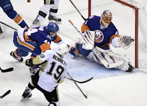 Islanders sweep home-and-home from Penguins
