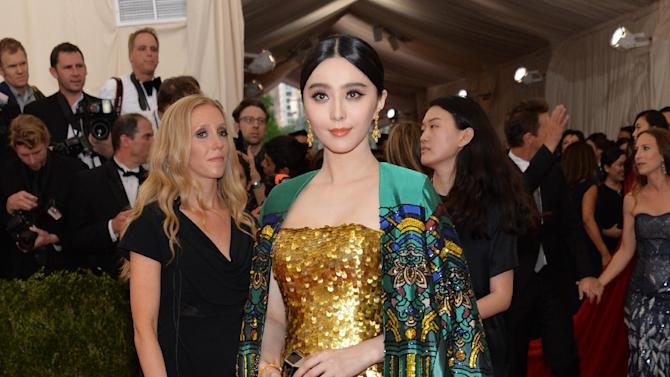 """Fan Bingbing arrives at The Metropolitan Museum of Art's Costume Institute benefit gala celebrating """"China: Through the Looking Glass"""" on Monday, May 4, 2015, in New York. (Photo by Evan Agostini/Invision/AP)"""