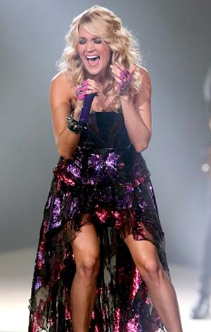 Carrie Underwood Plans CMT Tribute to Tornado Victims