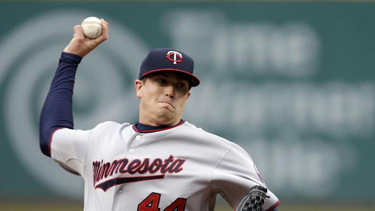 Escobar's homer in 10th gives Twins 1-0 win