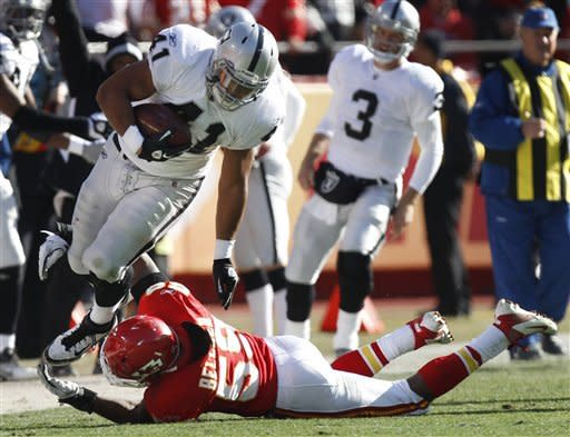 Raiders stay alive with 16-13 OT win over Chiefs