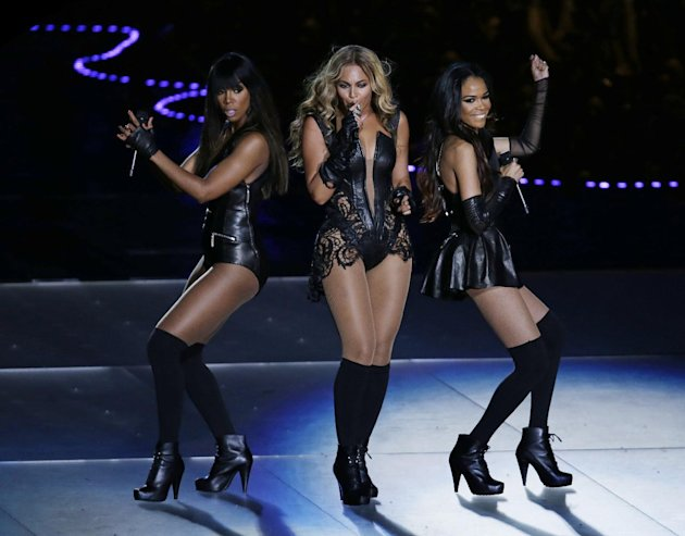 Beyonce performs with Kelly …