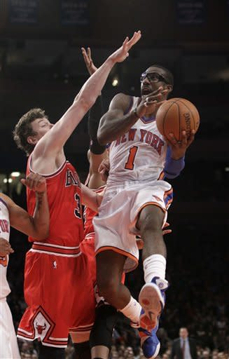 Rose scores 32 points, Bulls beat Knicks 105-102