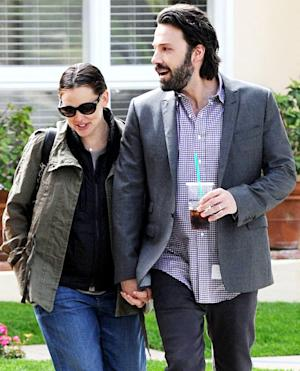 PIC: Aww! See Jennifer Garner and Ben Affleck Hold Hands While Running Errands