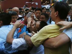 Pro-democracy protester is grabbed by an anti-Occupy…