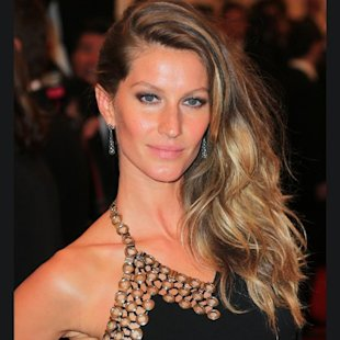   look:  rock-chic waves  Gisele Bundchen