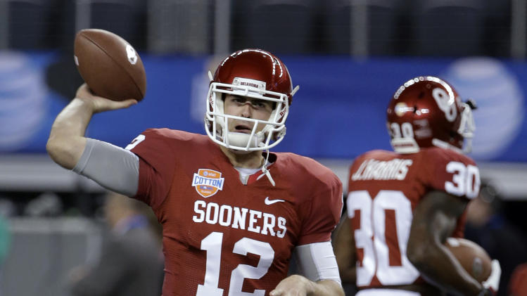 Oklahoma's Landry Jones (12) warms up for the Cotton Bowl NCAA college football game against Texas A&M, Friday, Jan. 4, 2013, in Arlington, Texas. (AP Photo/Tony Gutierrez)