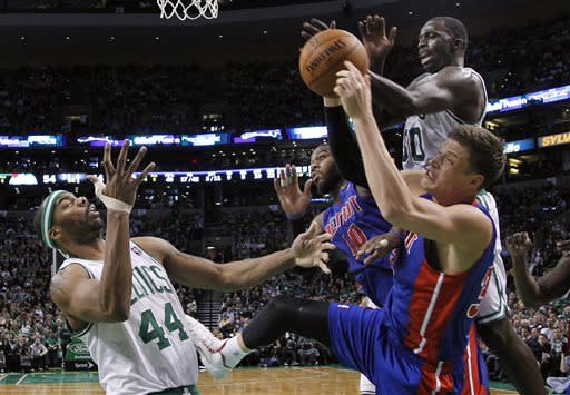 Celtics hold on to beat Pistons, make playoffs