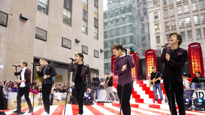 """One Direction members, from left, Niall Horan, Liam Payne, Zayn Malik, Louis Tomlinson and Harry Styles perform on NBC's """"Today"""" show on Tuesday, Nov. 13, 2012 in New York. (Photo by Charles Sykes/Invision/AP)"""