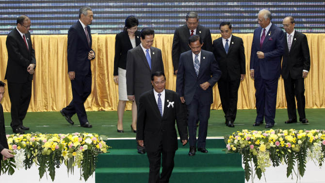 Cambodia's Prime Minister Hun Sen, center, walks off the stage with Philippines' President Benigno Aquino III, Singapore's Prime Minister Lee Hsien Loong, Thailand's Prime Minister Yingluck Shinawatra, Vietnam's Prime Minister Nguyen Tan Dung, Brunei's Sultan Hassanal Bolkiah, Indonesia's President Susilo Bambang Yudhoyono, Laos' Prime Minister Thongsing Thammavong, Malaysia's Prime Minister Najib Razak and Myanmar's President Thein Sein after a group photo session for the 21st Association of Southeast Asian Nations or ASEAN Summit in Phnom Penh, Cambodia, Sunday, Nov. 18, 2012. (AP Photo/Vincent Thian)