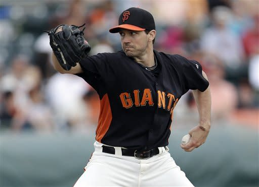 Zito throws 3 shutout innings, Giants beat D-backs