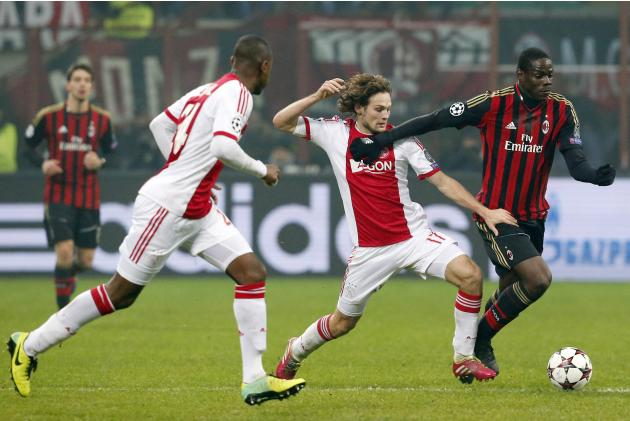 AC Milan's Balotelli fights for the ball with Ajax Amsterdam's Blind during their Champions League soccer match in Milan