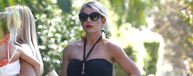 Jessica Simpson at a friend's birthday party (FameFlynet Pictures)