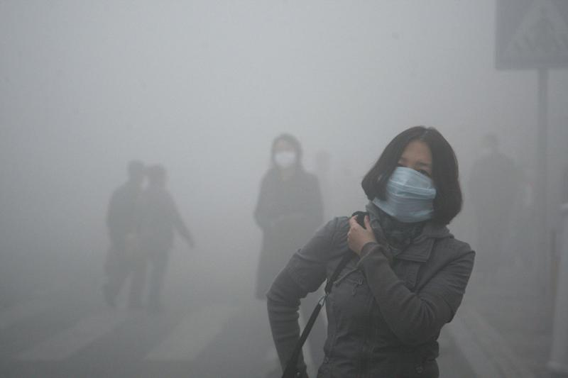 Super smog hits north China city; flights canceled