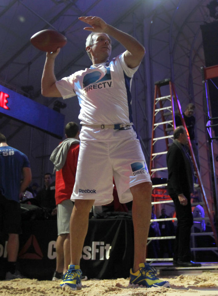 Hall-of-Fame quarterback Joe Montana warms up before the Celebrity Beach Bowl, during festivities for NFL football's Super Bowl XLVI, Saturday, Feb. 4, 2012, in Indianapolis. The New York Giants will face the New England Patriots in the Super Bowl on Feb. 5. (AP Photo/Jeff Roberson)