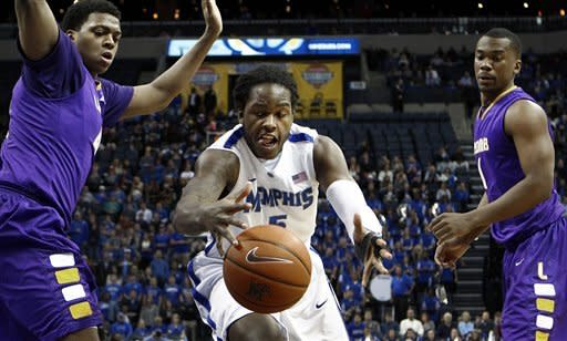 Thomas' 18 points lift Memphis over Lipscomb 62-56
