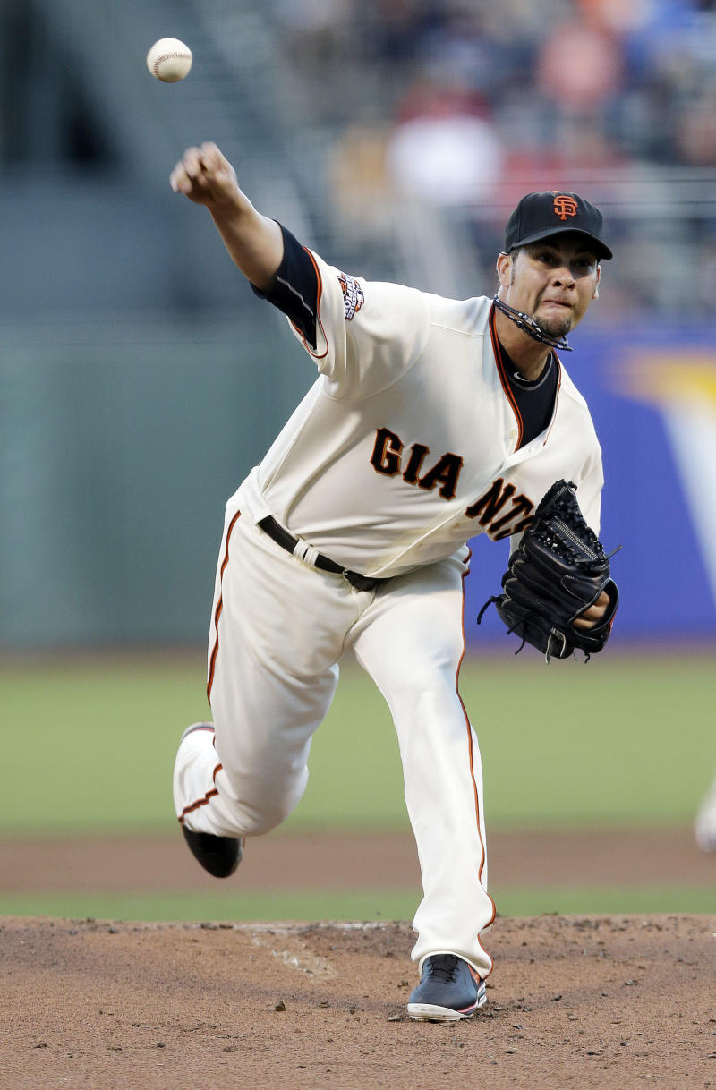 Giants rally past Red Sox 3-2