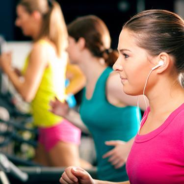 People-on-treadmill-in-gym-running_web