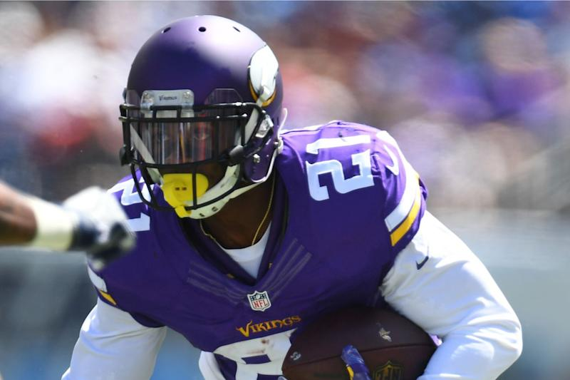 Vikings put Peterson on IR; Kalil has labral surgery on hip