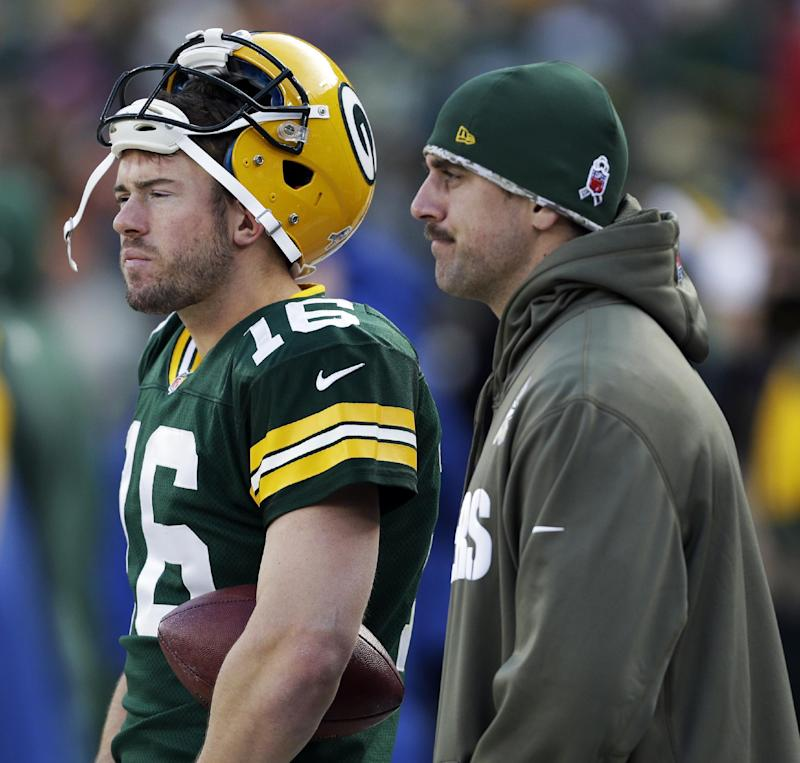 Packers' Rodgers improving from injured collarbone