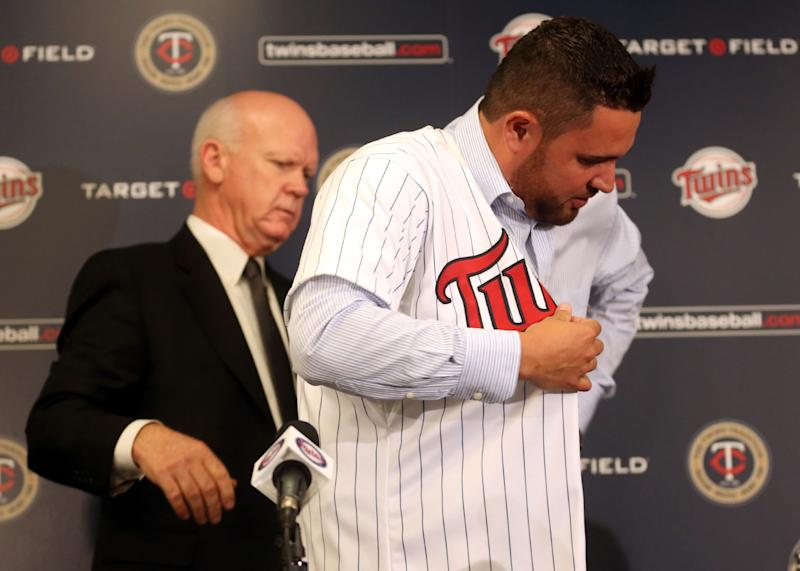 Twins finish $49M, 4-year deal with Ricky Nolasco