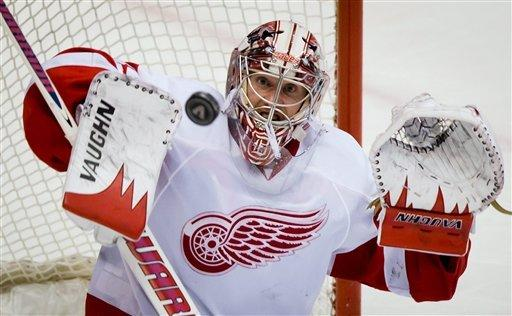 Zetterberg scores 2, lifts Wings over Canucks 5-2