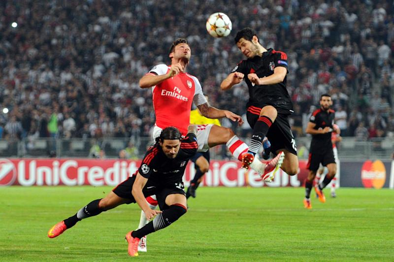 Arsenal's Oliver Giround (C) vies with Besiktas' Ersan Gulum (L) and Pedro Franco (R) during the UEFA Champions League play-off football match at Ataturk Olympic Stadium on August 19, 2014 in Istanbul