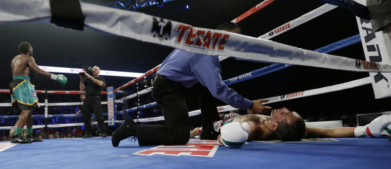Mikey Garcia stops Rocky Martinez in 8th