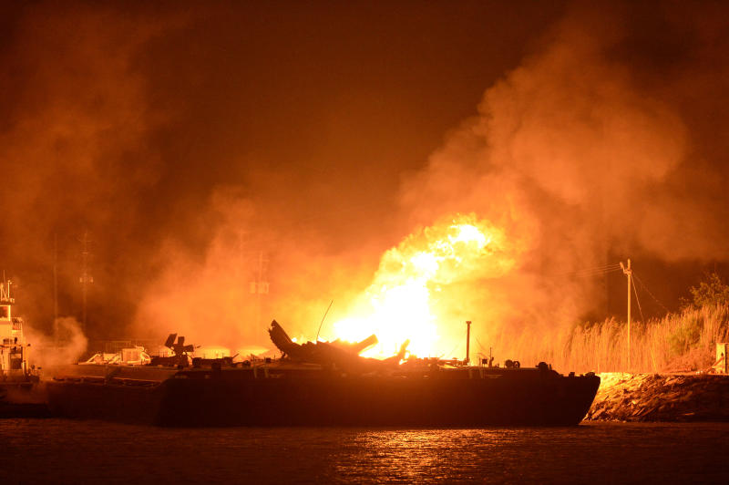 Fire out hours after fuel barges explode in Ala.
