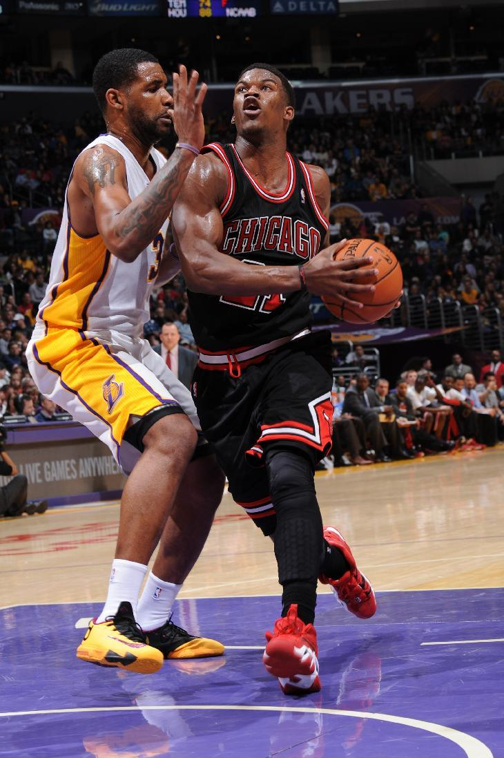 Gibson, Noah lead Bulls to 92-86 win over Lakers