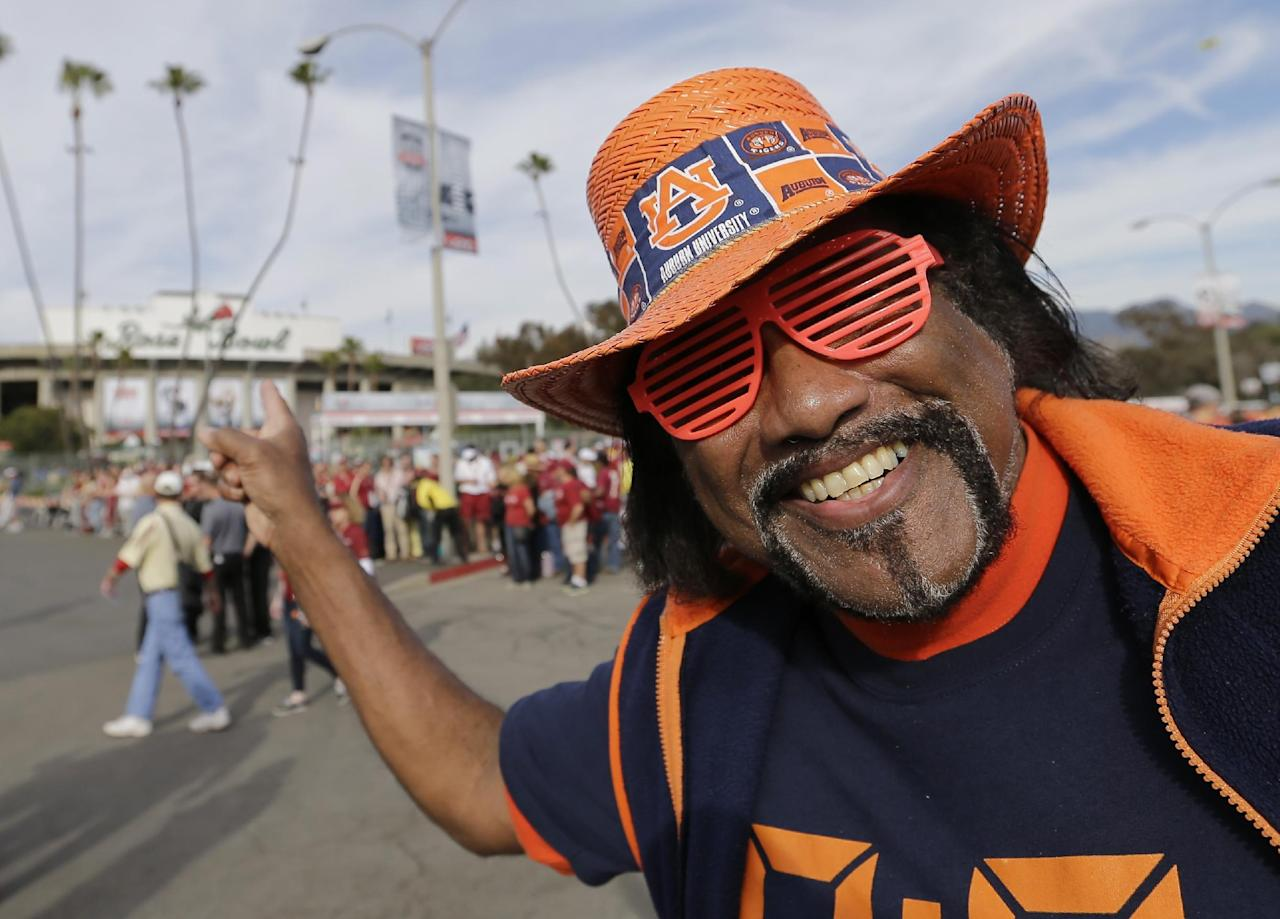 Auburn fan Tommy Pinkard waits for the team's arrival before the NCAA BCS National Championship college football game against Florida State Monday, Jan. 6, 2014, in Pasadena, Calif. (AP Photo/David J. Phillip)