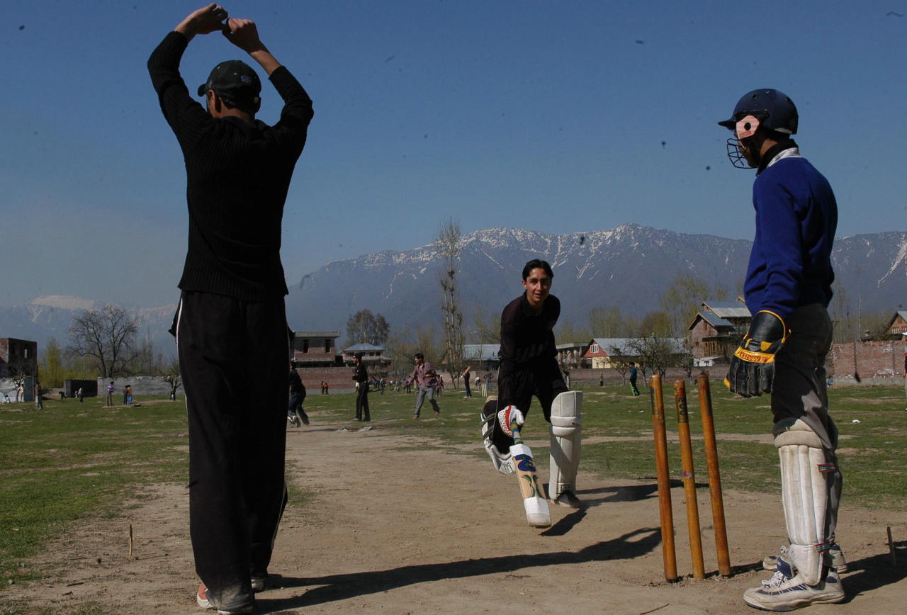 INDIA - APRIL 03:  Indian Kashmiri Children playing cricket in Srinagar, Jammu and Kashmir (LOC)  (Photo by Pankaj Nangia/The India Today Group/Getty Images)