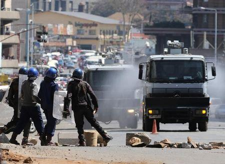 Police, protesters violently clash in Zimbabwe