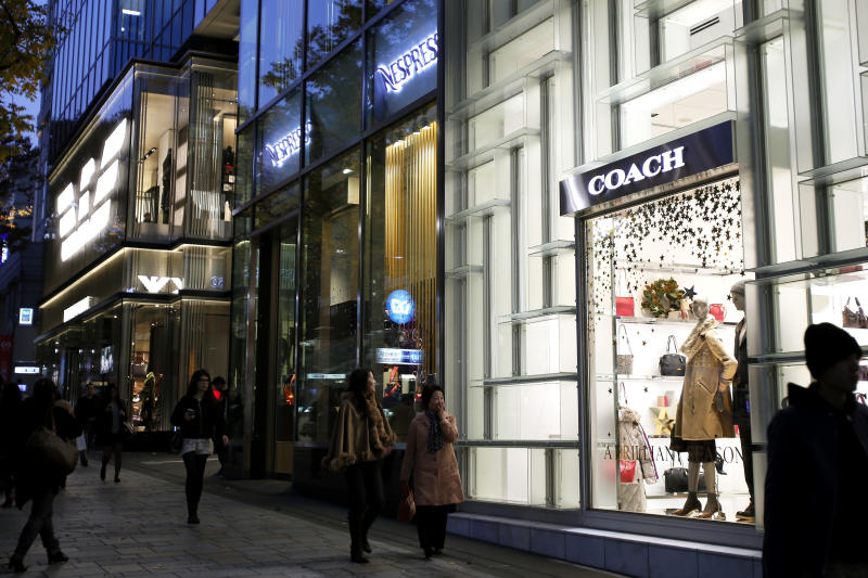 Coach earnings rise, but sales forecast soft