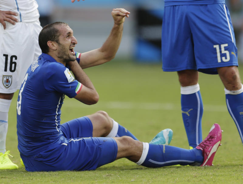 FIFA rules allow Suarez ban of up to 2 years